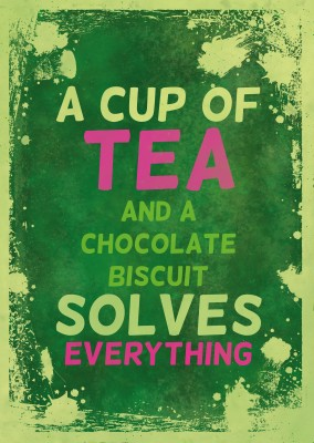 Vintage Spruch Postkarte: A cup of tea and chocolate bisuit solves everything
